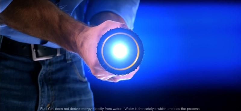 Se elem, se áram: ezt a zseblámpát elég vízbe mártani, és akár 100 óráig használhatja