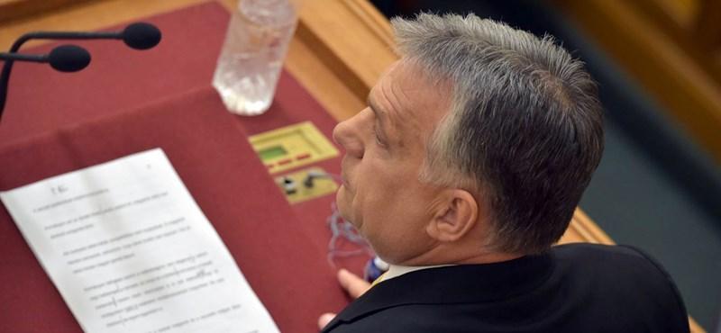 Felszólal Orbán, és esküt tesznek miniszterei