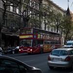 A GVH figyelmeztette Tarlósékat, hogy ne adják egy kézbe a városnéző buszokat