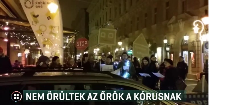 Nem tetszett a biztonsági őröknek, hogy a hajléktalanokról énekel egy kórus