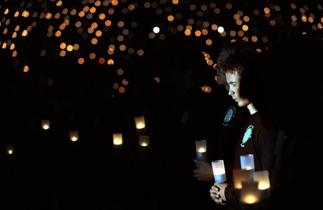 Sajtófotó 2011 - Nagyítás-fotógaléria - Hír-eseményfotó - egyedi - 3. helyezett: Fradi-gyász