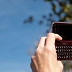 Az amerikaiak fele kémkedik mobiltelefonnal