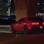 Így garázdálkodnak a Dodge ragadozói Miami éjszakai utcáin – videó