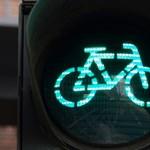 Luxusautó helyett bringával járnak a sztárok (videók)