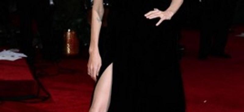Belén Rodrigez szexi lepkéje lenyomta Angelina Jolie lábait