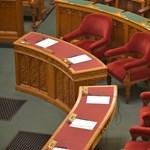 Nem megy el a kormány a rendkívüli parlamenti ülésre