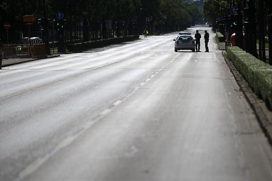Kiürült utcák a felvonulás körül