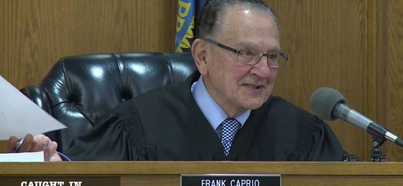 Íme a világ legjobb fej bírója, akit nem érdekelt a parkolási bírság – videó