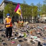Több mint ezer pár cipővel töltötte meg Hága utcáit az Extinction Rebellion