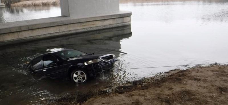 A Dunába süllyedt egy autó Dömsödnél