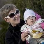 A nevelőszülőséget népszerűsítő kampányt indít az Emmi