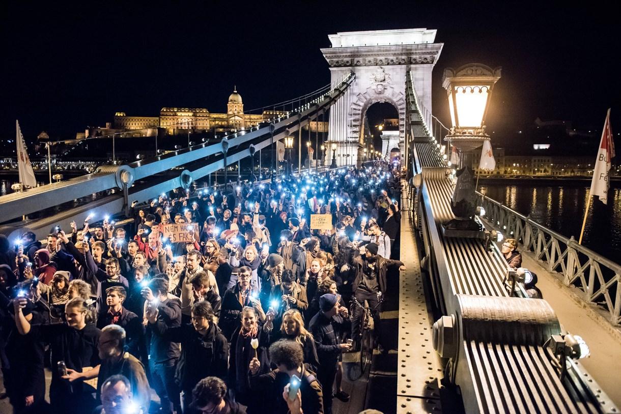 Tüntetés, emberi sorsok és a hétköznapok mozzanatai a tavalyi év legjobb képein - Nyílik a 36. Magyar Sajtófotó Kiállítás