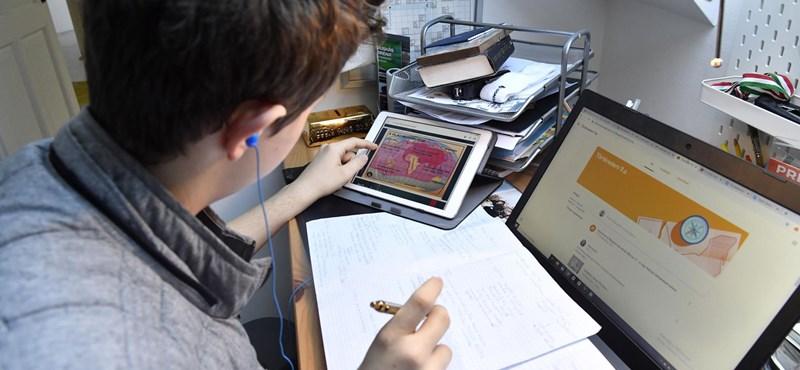 Digitális tanrendet vezettek be a budapesti Kölcsey Ferenc Gimnázium nyolc osztályában
