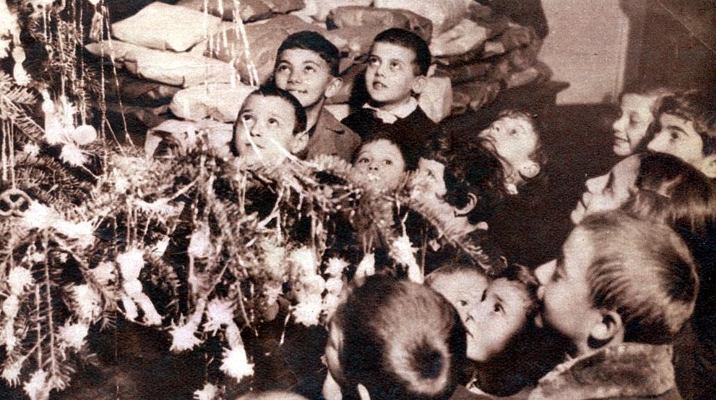 Karácsony Anno  Nagyítás