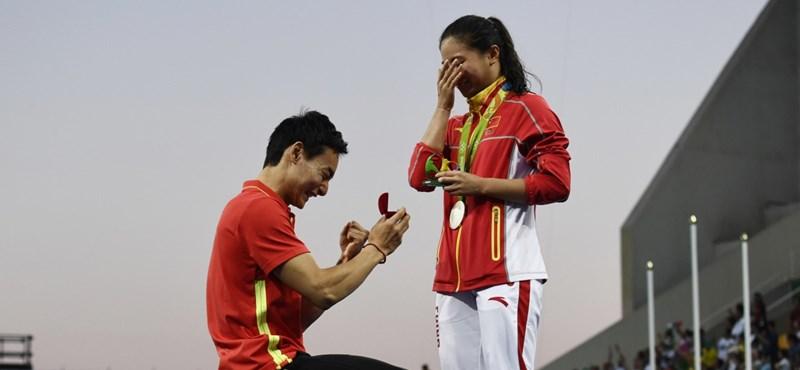 Eredményhirdetés közben kérték meg az egyik olimpikon kezét