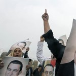 Ma is bíróságra vitték Mubarakot