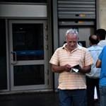 Akár havi ötezer eurót is kivehetnek a számlájukról ezentúl a görögök