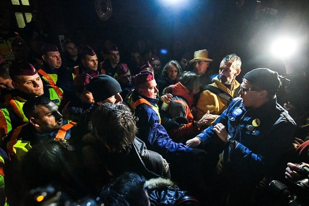 mm.17.04.11. tüntetés Gulyás Márton mellett