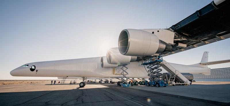 Bekapcsolták a világ legnagyobb repülőgépének mind a 6 hajtóművét – fotók