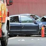Teherautóba rohant egy gépkocsi az 5-ösön