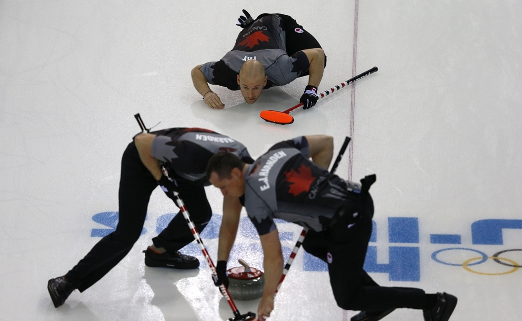 afp. Szocsi 2014 nagyítás - Canada's Ryan Fry (top) watches his stone during the men's curling round robin session 3 match between Sweden and Canada at the Ice Cube curling centre in Sochi on February 11, 2014 during the 2014 Sochi winter Olympics.