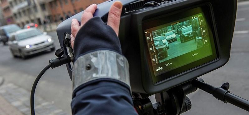 Tolatóradar: Új módszerrel mennek neki a gyorshajtóknak a rendőrök