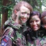 Katonai kiképzéssel javítanának a brit diákok magatartásán