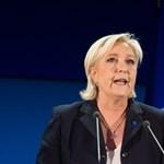 Le Pen ellopta Fillon beszédét