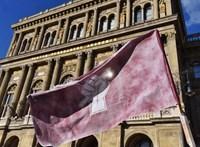 Focipéldákkal magyarázza el az MTA, miért ne verje szét Orbán