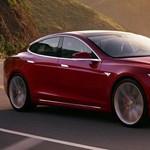 Bekövetkezett: a Tesla Európában adott egy gyomrost a BMW-nek és a Mercinek