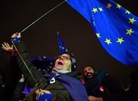 Június 30-ig kért halasztást a Brexitre Theresa May