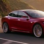 Történetének legnagyobb visszahívását rendelte el a Tesla