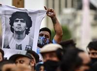 Graffitivel emlékeznek Maradonára Óbudán