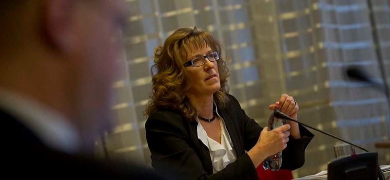 Nem tűrik Handó Tünde túlhatalmát, elnöküket perlik a bírák