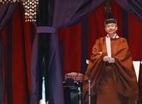 Áder János is végignézte, ahogy elfoglalta a trónt az új japán császár