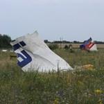 Lelőtt maláj gép: orosz rakéta darabjait találták meg a roncsnál