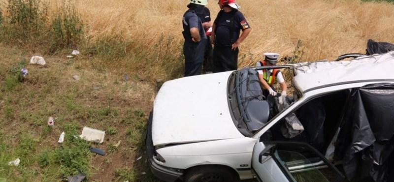 Elvittek egy férfit a rendőrök a két halálos áldozattal járó reggeli baleset miatt