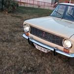 Szőrös gyári gumik, eredeti orosz zsír: 36 éves időgép Ladát árulnak Békéscsabán