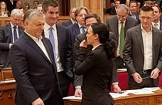 Fotó: máris mém lett Orbán parlamenti lesípolásából – de milyen!