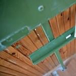 Vizes falak, omladozó vakolat – katasztrofális állapotok egy egri iskolában