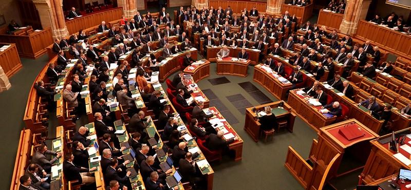 Újra nekifutnak a parlamentben, hátha most nem rontják el a szavazást