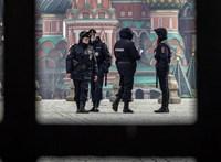 Százezrek fertőzöttek, de folytatja a nyitást Oroszország
