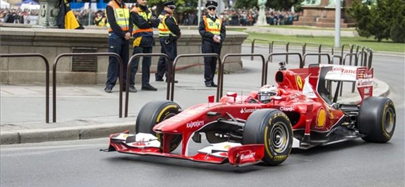 Fotók: A Lánchídnál repesztett Räikönnen Ferrarija