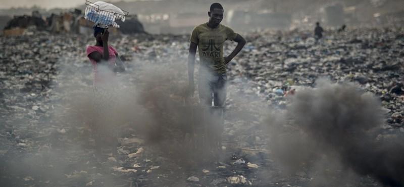 Az életükkel játszanak az afrikaiak, hogy Európában olcsóbb legyen a tévé és a mobil