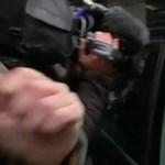 Autóval lökte fel a BBC operatőrét a brit Munkáspárt elnöke - videó