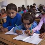 A kormány milliókkal segíti a közel-keleti keresztény menekült gyerekek oktatását