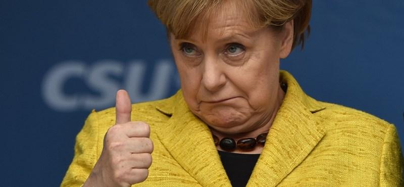 Orbán levelet írt Merkelnek és régi támogatójának is