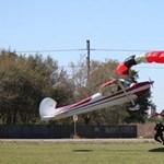 Fotók: ejtőernyős ütközött kisrepülővel