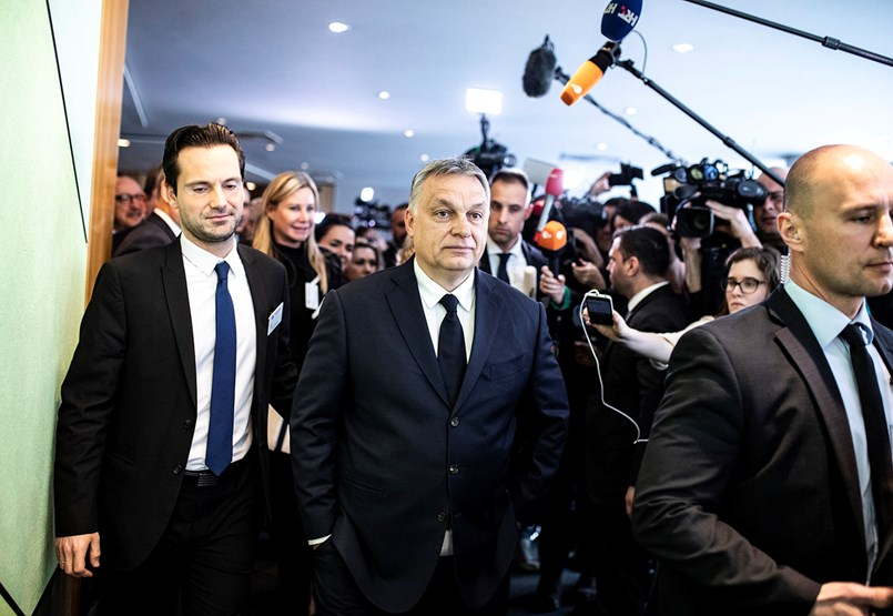 Kompromisszumos döntést hozott a Néppárt Fideszről – az ülésről percről percre