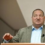 Németh Szilárd elnézést kér és sajnálkozik